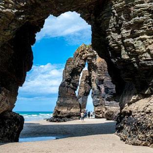 Viaje de estudios visita playa de las catedrales